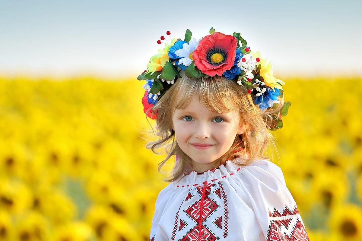 внутреннее картинки украинец и украинка закиньте сюда несколько